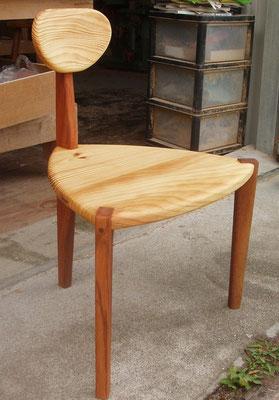 三角の椅子