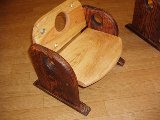 肘付き子供椅子