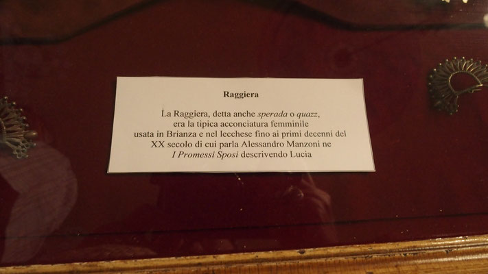 Lecco, chez Manzoni, explication sur la coiffure de Lucia