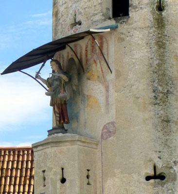 L'archange St-Michel pesant les âmes (détail de l'Abbazia)