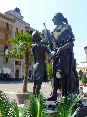Crémone statue de Stradivari