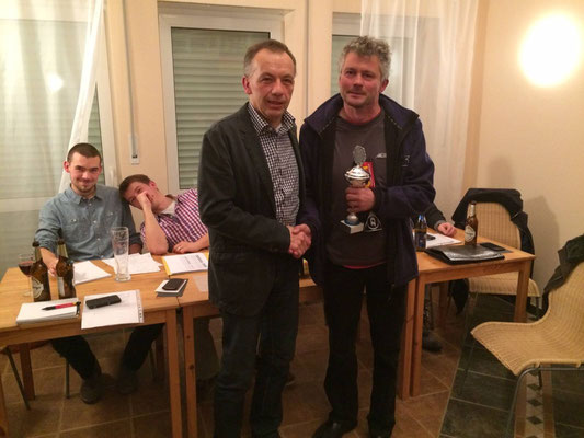 """Vereinsvorsitz Ernst Schneider ehrt den """"Stillen Star des TCW"""" Michael Schimmer"""
