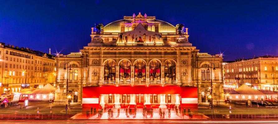 Oper bei Nacht am Abend des Opernballs