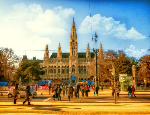 Rathaus im goldenem Herbst