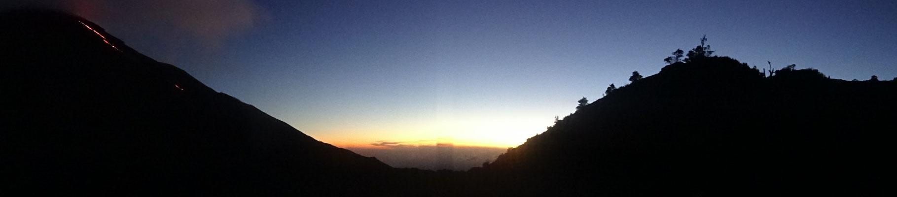 Lavastrom am Vulkan Pagaya (links) und Sonnenuntergang über dem Tal