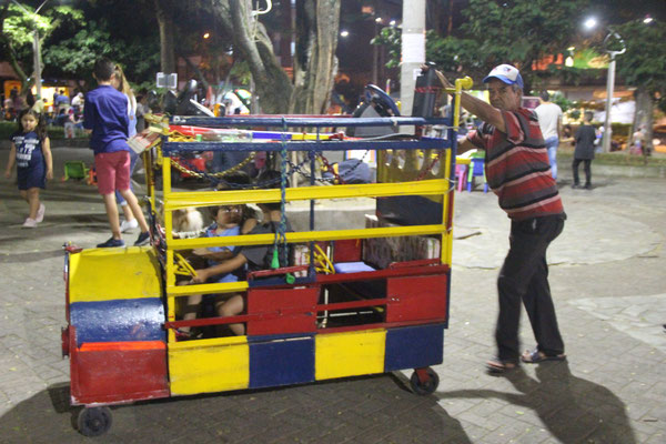 Kinderfest im Park. Bespassung mit einfachen Mitteln