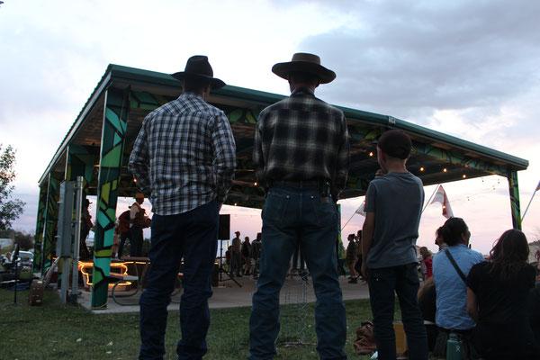 Wenn richtige Cowboys im Weg stehen, geht man ihnen eher aus demselben