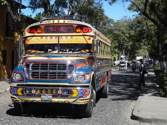 Viele Busse in Guatemala sind fast so schön bemalt wie Carl