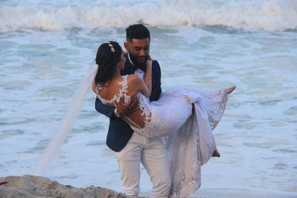 Am Strand machen die Kolumbianer gerne Hochzeitsfotos