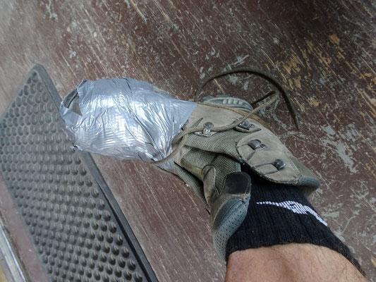 Schuh am Nachmittag (eine Yannik-Lösung mit Duct-Tape)