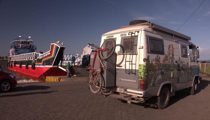 Am Fähranleger auf dem Weg zur Insel Ometepe