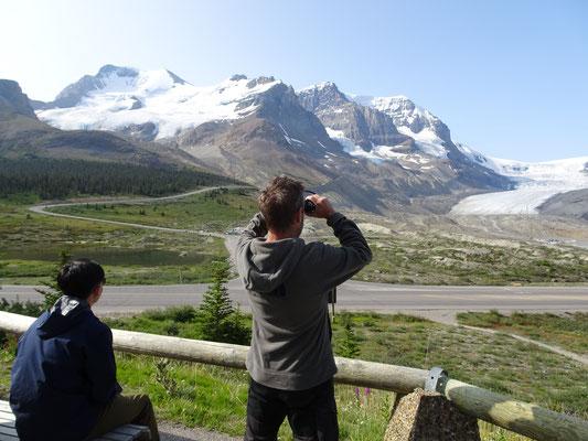 Eigentlich sind die Berge auch ohne Fernglas groß genug