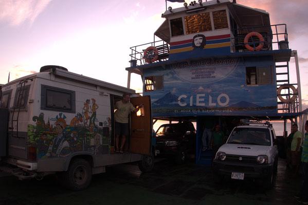 Carl (schmutzig) und Christian (sauber) auf der Fähre auf dem Lago Nicaragua