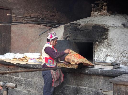 Im alten Ofen von 1890 werden heute noch leckere Teigtaschen gebacken