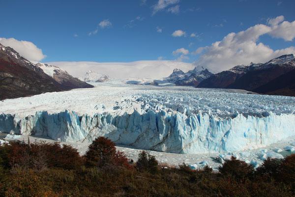 Der Perito Moreno Gletscher in seiner (fast) ganzen Breite