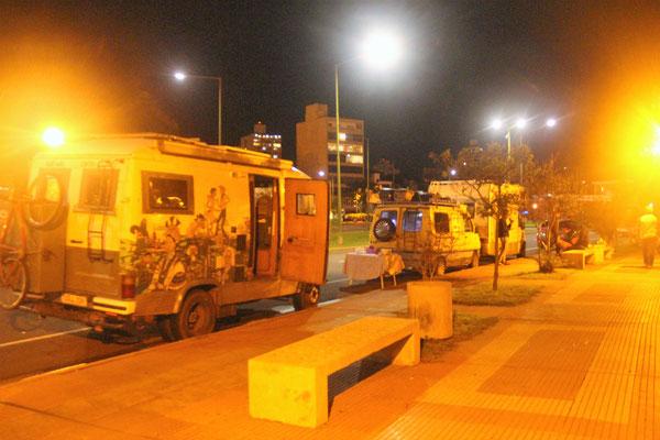 Nachtplatz an der Uferpromenade in Posadas