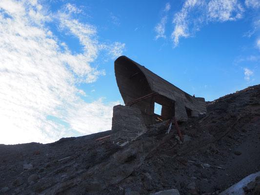 Die Bergstation eines Skilifts - in den 80er Jahren für 2 Jahre im Betrieb, dann brach der Vulkan mal wieder aus und alles war anders
