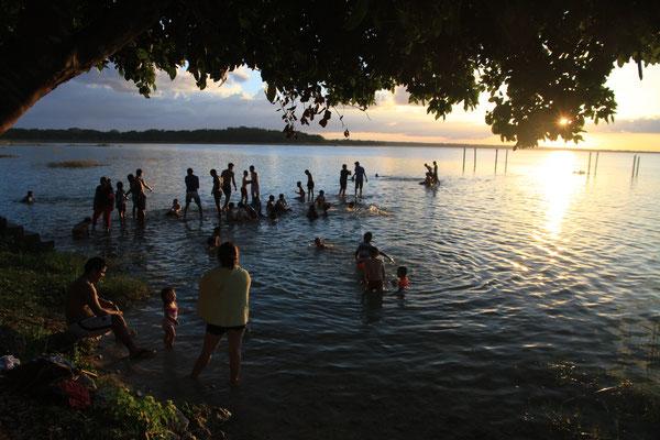 Abendstimmung am Lago Petén Itzá