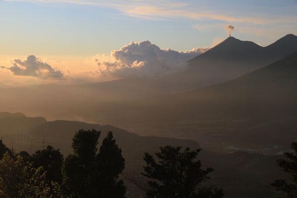 3 Vulkane vom Vulkan Pagaya aus gesehen