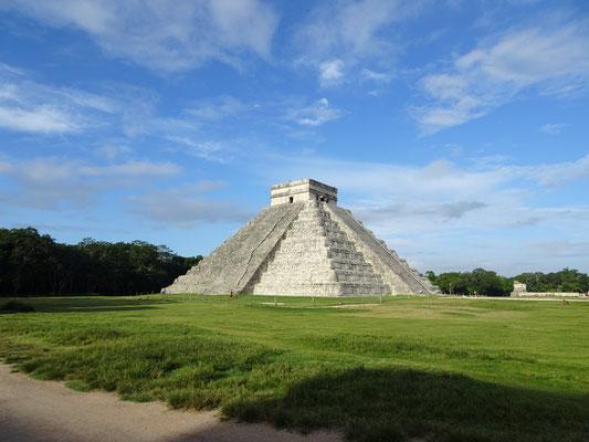 Große Pyramide im eher enttäuschenden Chichen Itza