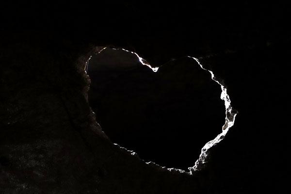 Ein Corazon (Herz) als Loch in der Höhlenwand