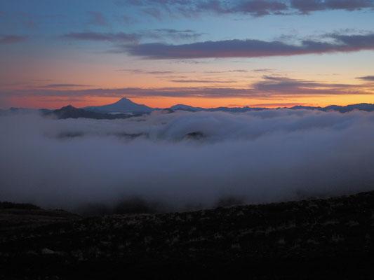 Sonnenaufgang bei der Besteigung des Vulkans