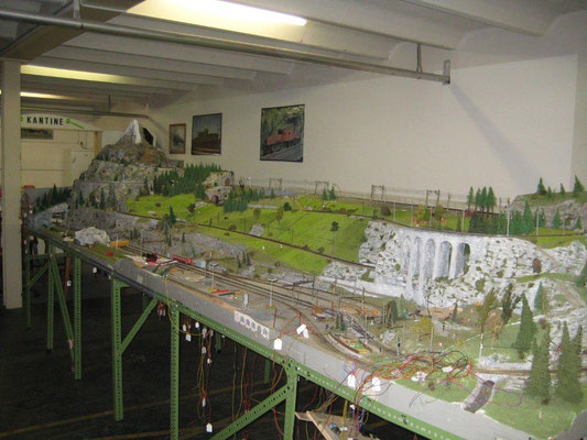 Die Anlage im geräumigen Lokal mit Bahnhof Bergün der RhB, Foto R. Schwob