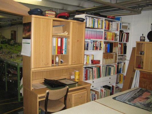 Bibliothek und Büro, Foto R. Schwob