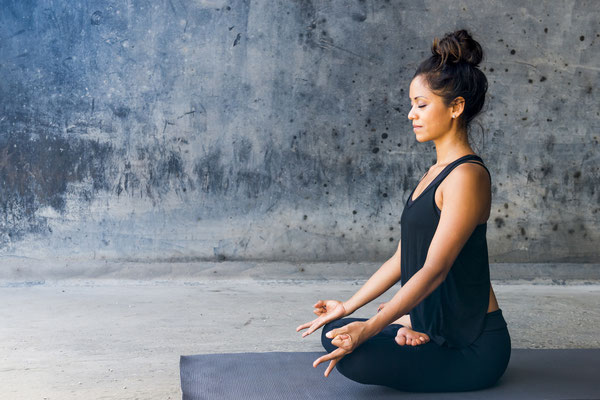 stress, meditation, relax, calm, restless, tension, mindfulness, english, mbsr, expats, sitting meditation, woman, female