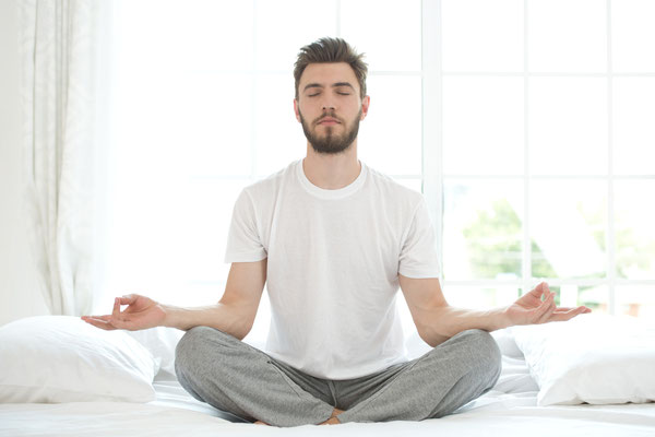 stress, meditation, relax, calm, restless, tension, mindfulness, english, expats, mbsr, sitting meditation, man, male