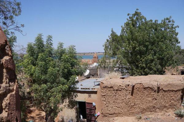 Blick zur alten Moschee am Niger