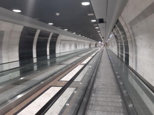 Im unterirdischen Bahnhof