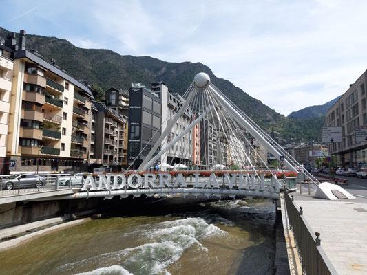Die Pariser Brücke in Andorra la Vella