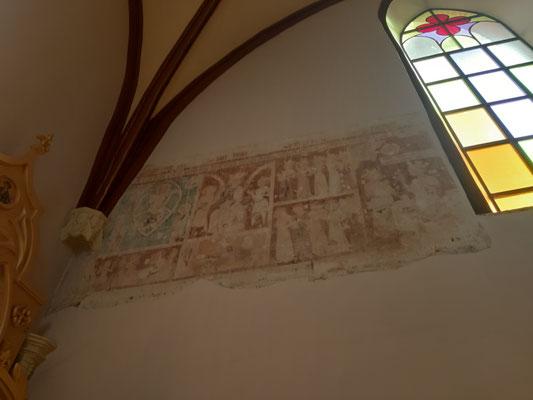 Alte gotische Fresken in der Kirche Arnau