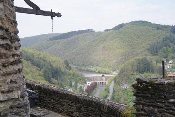 Blick vom Schloss zum Stausee