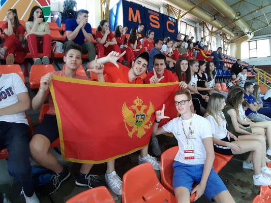 Fans aus Montenegro beim Volleyball