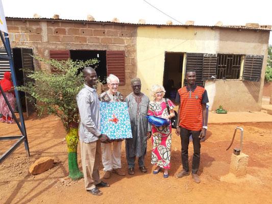 Boureima, Peter Brucker, Bakary Keita, Frau Brucker und Boureimas Bruder, der Schuldirektor