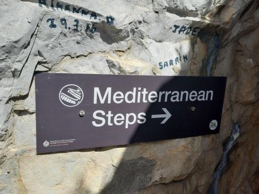 Die Wanderung beginnt mit den mediterranen Stufen