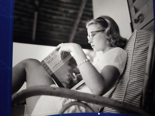 Fürstin Gracia Patrizia liest Cousteau im Ozeanographischen Museum
