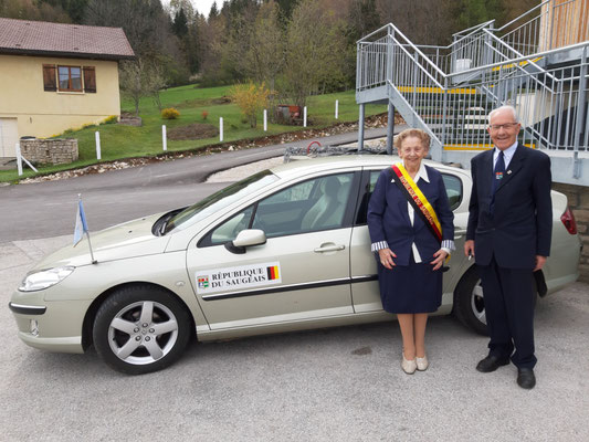 Präsidentin mit Chauffeur und Staatskarosse