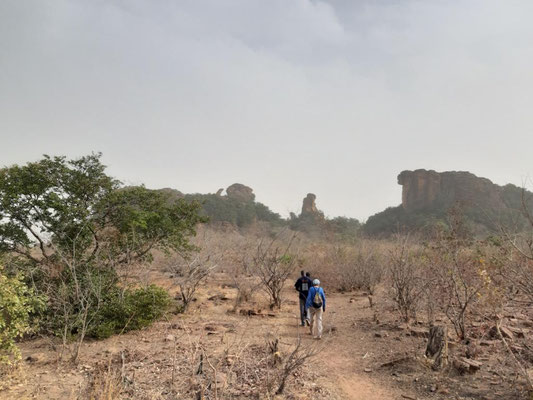 Wanderung zum Bogen von Kamadjan
