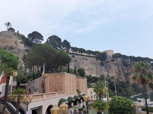 Blick auf den Felsen mit der Altstadt