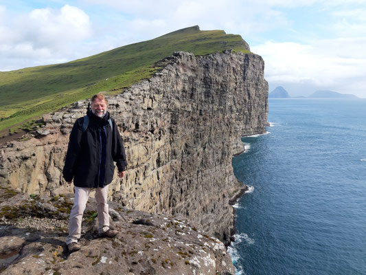 Wandern zum Wasserfall Bösdalafossur