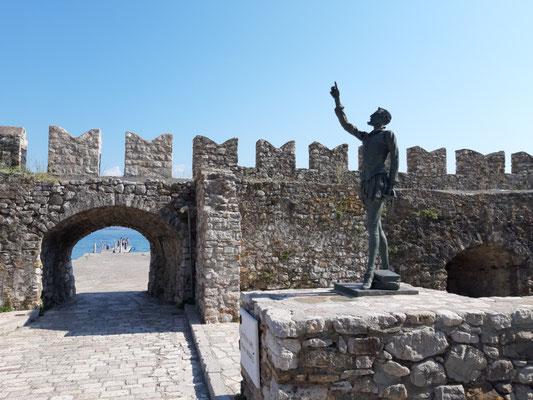 Cervantes, der hier während der Schlacht von Lepanto einen Arm verlor