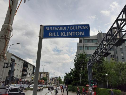 Straßenschild in Pristina