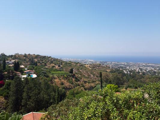 Blick von der Abtei von  Bellapaix (Beylerbeyi) nach Girne