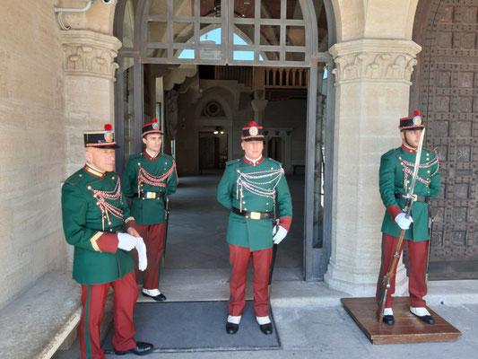 Wächter vor dem Palazzo Publico