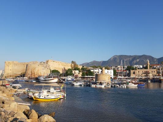 Die Burg Kyrenia vom Hafen aus