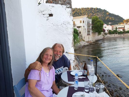auf dem Balkon des Restaurants Papoulis
