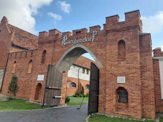 Hoteleingang des ehemaligen Schlosses Langendorf